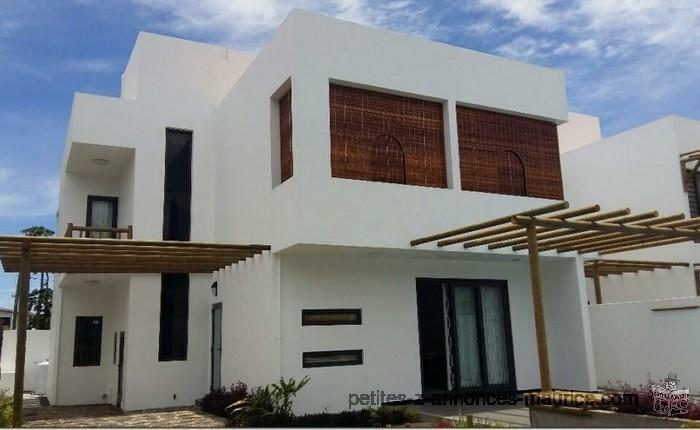 À VENDRE: Magnifique villa style contemporain de 3 chambres à TROU AUX BICHES