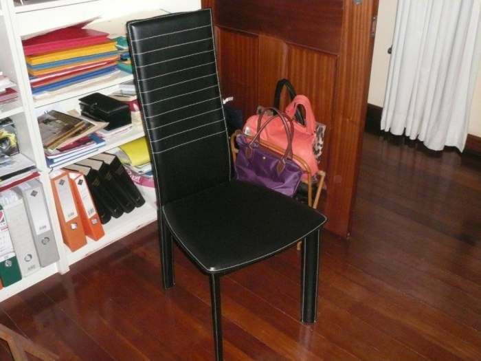 A Vendre console laqué blanc et chaise en cuir noir