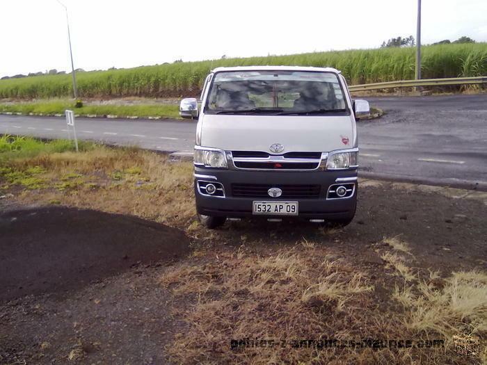 A vendre Minibus Toyota Hiace 14 places