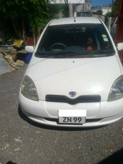 AVEND TOYOTA VITZ ANEE 99 F/OP LADY DRIVEN ENTREBONE CONDISION