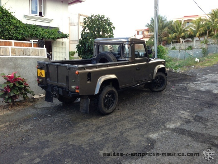 petite annonce land rover defender 110 pick up maurice voiture d 39 occasion auto moto. Black Bedroom Furniture Sets. Home Design Ideas