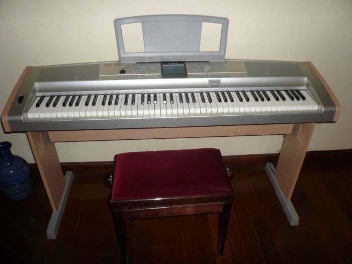 petite annonce piano portable yamaha dgx505 88 touches et tabouret velours piton. Black Bedroom Furniture Sets. Home Design Ideas