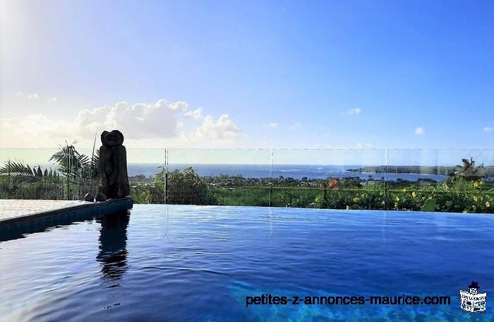 SPLENDIDE VUE MER ! LUXUEUSE VILLA SUR FLANC DE MONTAGNE A TAMARIN – ILE MAURICE