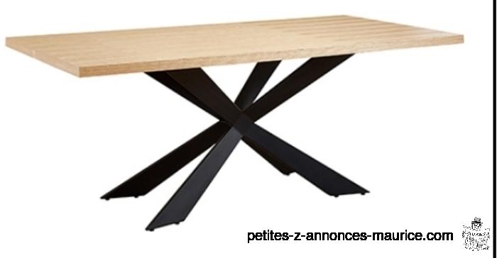Table extérieure neuve