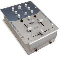 Vends Platine Numark TTX et Mixette Numark 950USB