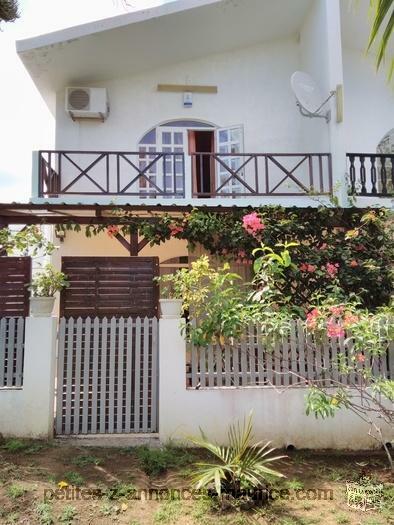 Vends maison en duplex dans résidence sécurisée a Pérebyre