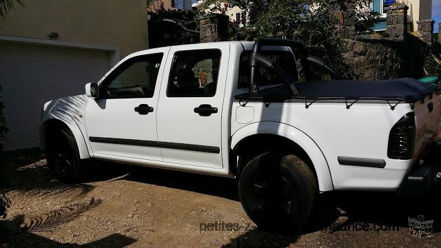 petite annonce a vendre isuzu kb 250 diesel 2 roues motrices flic en flac voiture d 39 occasion. Black Bedroom Furniture Sets. Home Design Ideas
