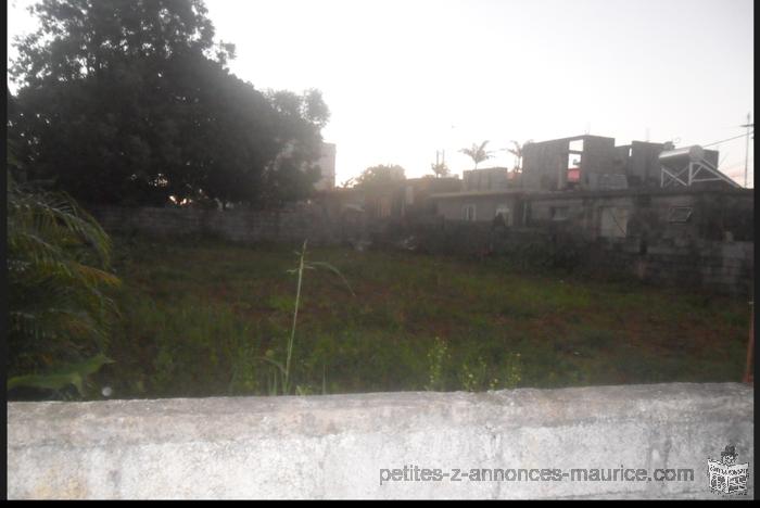 terrain residential de 10.5 perche a vendre endroit securiser A vacoas