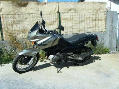 vends moto Freewind suzuki 650
